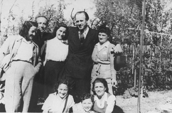how oskar schindler added up to the woes of the jews under nazi rule